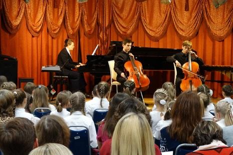 Концерт солистов и ансамблей Охтинского центра Красногвардейского района удался на славу